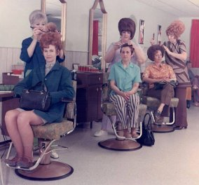 Vintage story: Το χτένισμα που επικρατούσε την δεκαετία του 60 - Δείτε πως διόγκωναν οι γυναίκες τα μαλλιά τους - Κυρίως Φωτογραφία - Gallery - Video