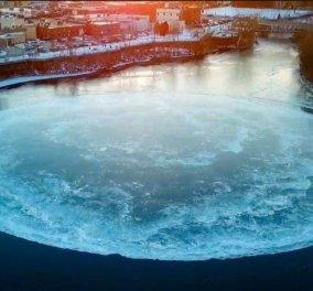 Εντυπωσιακό μυστηριώδες θέαμα με δίσκο από πάγο που στροβιλίζεται σε ποταμό στο Μέιν των ΗΠΑ (βίντεο) - Κυρίως Φωτογραφία - Gallery - Video
