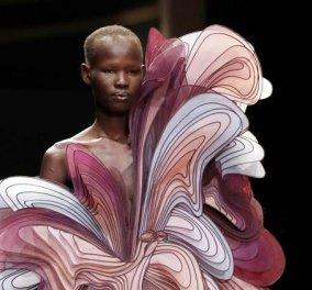 Τα πιο συναρπαστικά ρούχα που έχετε δει παρουσίασε χθες η Iris van Herpen στο Παρίσι! Γλυπτά υψηλής ραπτικής  - Κυρίως Φωτογραφία - Gallery - Video