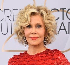 Δεν θα το πιστεύετε πόσο εντυπωσιακή είναι στα 81 της η αειθαλής Jane Fonda - Κόκκινη γυαλιστερή τουαλέτα, νέα κόμμωση και διαμάντια στα χέρια (Φωτό) - Κυρίως Φωτογραφία - Gallery - Video