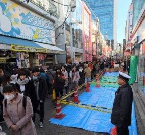 Συγκλονιστικές εικόνες από το Τόκιο: Νεαρός έπεσε με το αυτοκίνητό του σε πλήθος – 8 τραυματίες - Κυρίως Φωτογραφία - Gallery - Video
