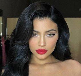 Εσείς ποιο κόκκινο κραγιόν θα διαλέγατε του Αγίου Βαλεντίνου; Της Kylie Jenner ή της αδελφής της, Kim Kardashian; (Φωτό) - Κυρίως Φωτογραφία - Gallery - Video
