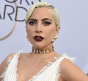 Lady Gaga: Εντυπωσιακή εμφάνιση σε συνέντευξη - Φόρεσε μόνο ένα σακάκι σαν φόρεμα! - Κυρίως Φωτογραφία - Gallery - Video