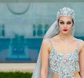 Αυτό το μαγιό κεντημένο με πολύτιμους κρυστάλλους είναι το νυφικό της Chanel haute couture - Θα το φορούσατε; (Φωτό) - Κυρίως Φωτογραφία - Gallery - Video