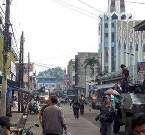 Φιλιππίνες: Αιματοβαμμένη κυριακάτικη λειτουργία -   27 νεκροί ύστερα από διπλή βομβιστική επίθεση  (φώτο)  - Κυρίως Φωτογραφία - Gallery - Video