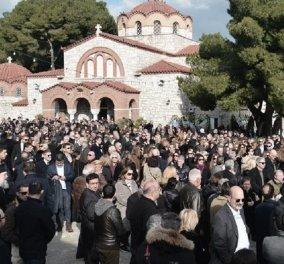 """Συγκίνηση και θλίψη στο τελευταίο αντίο στον Θέμο Αναστασιάδη: """"Άπαντες παρόντες"""" (φώτο-βίντεο) - Κυρίως Φωτογραφία - Gallery - Video"""