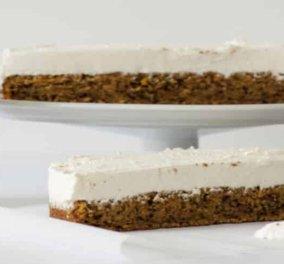 Στέλιος Παρλιάρος: Εναλλακτικό τσίζκεϊκ με βάση από carrot cake – Σκέτη απόλαυση & αυτή η εκδοχή! - Κυρίως Φωτογραφία - Gallery - Video