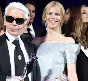 "H Κλόντια Σίφερ με ονειρικό λευκό φόρεμα - Δημιουργός ποιος άλλος; Ο ""βασιλιάς"" Καρλ Λάγκερφελντ (φώτο) - Κυρίως Φωτογραφία - Gallery - Video"
