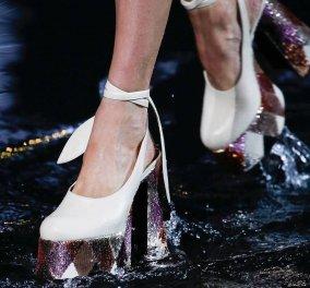 e20281c6a13 Οι τελευταίες τάσεις παπουτσιών του 2019: Από τα γυμνά σανδάλια μέχρι τις  πλατφόρμες - Φώτο