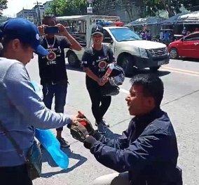 Φιλιππίνες: Η πιο μακάβρια πρόταση γάμου που έγινε ποτέ -  ο τύπος μάλλον ήταν πρωταγωνιστής σε black comedy (φώτο-βίντεο)  - Κυρίως Φωτογραφία - Gallery - Video