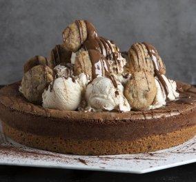 Άκης Πετρετζίκης: Μας φτιάχνει εντυπωσιακή τάρτα brownie και την συνοδεύει με παγωτό καϊμάκι - Κυρίως Φωτογραφία - Gallery - Video