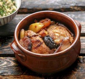 Η φοβερή Αργυρώ Μπαρμπαρίγου σε ένα ιδιαίτερο πιάτο: Κοτόπουλο Tajine γλυκόξινο με αποξηραμένα φρούτα   - Κυρίως Φωτογραφία - Gallery - Video