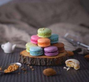 Η συνταγή και όλα τα μυστικά επιτυχίας από την Αργυρώ Μπαρμπαρίγου για αφράτα, πολύχρωμα μακαρόν - Κυρίως Φωτογραφία - Gallery - Video