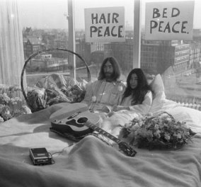 Hilton Άμστερνταμ 1969: Τζον Λένον -  Γιόκο Όνο - Το πρώτο «μπέντ-ιν» για την ειρήνη! 1 μήνας στο κρεβάτι του μέλιτος  - Κυρίως Φωτογραφία - Gallery - Video