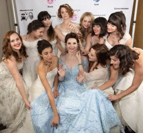 Εκπληκτικές φωτογραφίες από έναν ξεχωριστό γάμο - Οι καλεσμένες φορούσαν όλες το νυφικό τους ! - Κυρίως Φωτογραφία - Gallery - Video