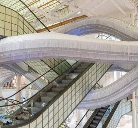 Τη λένε Simone! Φαντασμαγορικό ιπτάμενο γλυπτό στο Παρίσι - Έτσι τιμούν Σιμόν Βέιλ & Σιμόν ντε Μπουβουάρ  - Κυρίως Φωτογραφία - Gallery - Video