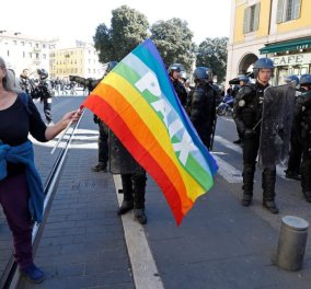 Να γίνεις σοφότερη! Σάλος από την.. ευχή Μακρόν σε 73χρονη διαδηλώτρια που τραυματίστηκε σοβαρά στο κεφάλι  - Κυρίως Φωτογραφία - Gallery - Video
