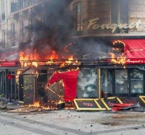 """Παρίσι: Ότι απέμεινε από το εμβληματικό εστιατόριο Fouquet's - Ζευγάρι καμάρωνε στο facebook για τα """"λάφυρα"""" του από το πλιάτσικο (φώτο) - Κυρίως Φωτογραφία - Gallery - Video"""