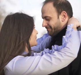 Ο Χρήστος έκανε μια πρωτότυπη πρόταση γάμου στην κοπέλα του – Σαν να γύρισε ταινία (βίντεο) - Κυρίως Φωτογραφία - Gallery - Video