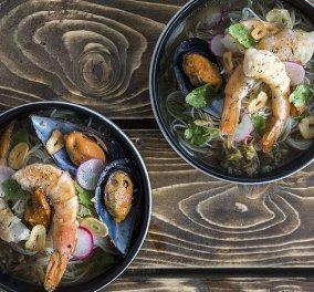Άκης Πετρετζίκης: Μας φτιάχνει λαχταριστά Noodles με θαλασσινά – Η κουζίνα σας θα γεμίσει αρώματα - Κυρίως Φωτογραφία - Gallery - Video