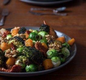 Ο Άκης Πετρετζίκης σε μια συνταγή για αποτοξίνωση: Μας φτιάχνει σαλάτα με ψητά λαχανικά    - Κυρίως Φωτογραφία - Gallery - Video