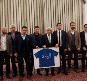 Τους πρωταθλητές Ελλάδας στο Euro 2004 υποδέχτηκε ο Προκόπης Παυλόπουλος - Κυρίως Φωτογραφία - Gallery - Video