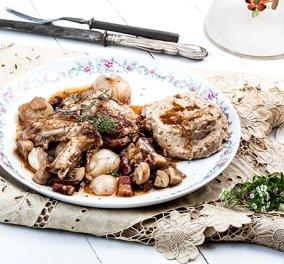 Η Αργυρώ Μπαρμπαρίγου προτείνει: Κρασάτο κοτόπουλο κατσαρόλας - Coq au vin αλά Γαλλικά   - Κυρίως Φωτογραφία - Gallery - Video