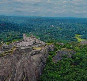 Ινδία: Καλλιτέχνης ξόδεψε 10 χρόνια για να δημιουργήσει το μεγαλύτερο άγαλμα πτηνού (φωτό) - Κυρίως Φωτογραφία - Gallery - Video