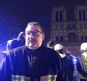 Ο ήρωας της Γαλλίας είναι πυροσβέστης - παπάς: Έσωσε το «Ακάνθινο στεφάνι του Ιησού» ορμώντας στην Παναγία των Παρισίων (φωτό) - Κυρίως Φωτογραφία - Gallery - Video