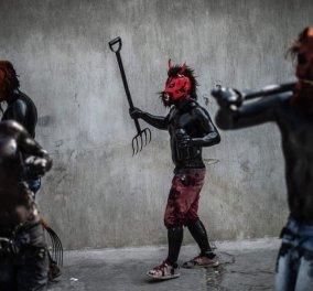 Σαν Νίκολας ντε λος Γκάρζα, Μεξικό: Οι νέοι του χωριού ντύνονται... διάβολοι για το παραδοσιακό καρναβάλι, τιμώντας το ηφαίστειο Popocatepetl - Κυρίως Φωτογραφία - Gallery - Video