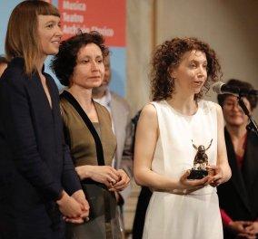 Top woman η Κύπρια Χάρις Επαμεινώνδα: Πήρε τον Αργυρό Φοίνικα ως η πιο ελπιδοφόρος καλλιτέχνις στην 58η Μπιενάλε της Βενετίας - Κυρίως Φωτογραφία - Gallery - Video