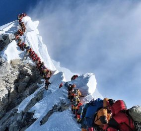 Κορυφή Έβερεστ: Δέκατος ορειβάτης σε 2 μήνες την κατακτά & χάνει τη ζωή του αμέσως μετά (βίντεο) - Κυρίως Φωτογραφία - Gallery - Video