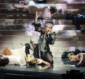 Απογοήτευσε η Μαντόνα στη Eurovision: Η φωνή δεν έβγαινε, η άλλοτε χορεύτρια σερνόταν, το πρόσωπο «σιδερωμένο» (βίντεο) - Κυρίως Φωτογραφία - Gallery - Video