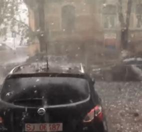 Βίντεο:  Χαλάζι σε μέγεθος μπάλας του γκολφ έπεσε στη Ρουμανία – Καταστράφηκαν πολλά αυτοκίνητα - Κυρίως Φωτογραφία - Gallery - Video