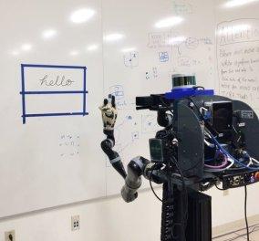 Πολύγλωσσο ρομπότ μαθαίνει μόνο του να γράφει 'γεια σας' στα Ελληνικά - Σε πόσες γλώσσες μιλάει; (βίντεο) - Κυρίως Φωτογραφία - Gallery - Video