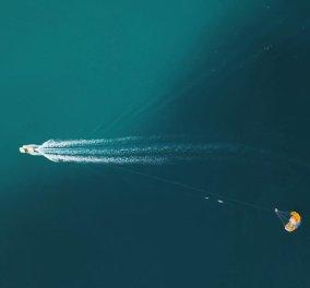 "Big blue Greece από τον Κώστα Σπαθή στη φωτογραφία της ημέρας - Στα ""χέρια"" του το μπλε της θάλασσας έχει άλλη γοητεία - Κυρίως Φωτογραφία - Gallery - Video"