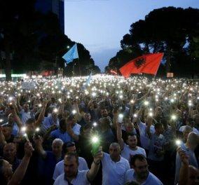 """Σε κλίμα """"εμφυλίου"""" η Αλβανία - Χάος & άγρια επεισόδια - Ακυρώνει τις δημοτικές εκλογές ο Μέτα (φώτο-βίντεο) - Κυρίως Φωτογραφία - Gallery - Video"""
