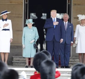 Με λευκό καπέλο, μπλε κορδέλα και γόβες στιλέτο η Μελάνια Τραμπ στο Μπάκιγχαμ - Ταπεινή στο φιστικί της η βασίλισσα (φώτο-βίντεο) - Κυρίως Φωτογραφία - Gallery - Video