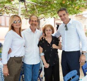 Κυρ. Μητσοτάκης στο Καστελόριζο: Βόλτες με τη Μαρέβα - μπάσκετ & χαμογελαστές αγκαλιές (φώτο-βίντεο)  - Κυρίως Φωτογραφία - Gallery - Video