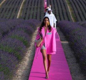 Δείτε μια ονειρική επίδειξη μόδας ανάμεσα σε ανθισμένες μοβ λεβάντες - Ο Γάλλος Jacquemus γιορτάζει 10 χρόνια με μια παραμυθένια πασαρέλα (φωτό) - Κυρίως Φωτογραφία - Gallery - Video