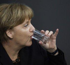 """Η Μέρκελ μετά το τρέμουλο on camera: """"Είμαι καλά - Με 30 βαθμούς πίνουμε περισσότερο νερό όχι καφέ""""  - Κυρίως Φωτογραφία - Gallery - Video"""