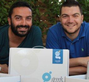 "Made in Greece το ""greek way"": Ο Στέλιος & ο Κώστας επαναπροσδιορίζουν το ελληνικό σουβενίρ - Κλείνουν σε τέσσερα κουτιά τα ελληνικά προϊόντα & τις συνήθειες - Κυρίως Φωτογραφία - Gallery - Video"