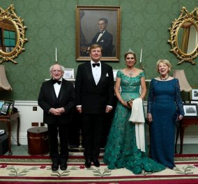 Η Βασίλισσα Μαξίμα της Ολλανδίας κατέπληξε με σμαραγδί δαντελένια μάξι τουαλέτα & χακί πρωινό outfit με χρυσές λεπτομέρειες (φωτό) - Κυρίως Φωτογραφία - Gallery - Video