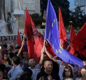 """Σε κλίμα εθνικού διχασμού οι δημοτικές εκλογές σήμερα στην Αλβανία - """"Εκλογές φάρσα"""" λέει η αντιπολίτευση - Φόβοι για επεισόδια  - Κυρίως Φωτογραφία - Gallery - Video"""