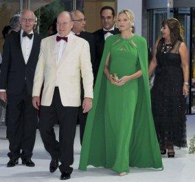 Πιο εντυπωσιακή από ποτέ η πριγκίπισσα Σαρλίν του Μονακό με σμαραγδί τουαλέτα & κάπα σε γκαλά στο πριγκιπάτο (φώτο) - Κυρίως Φωτογραφία - Gallery - Video