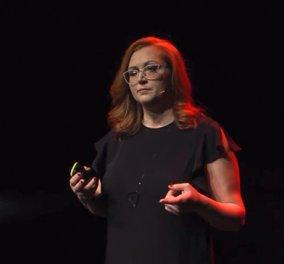 Topwoman η Φίλια Μητρομάρα η μονόφθαλμη δημοσιογράφος με το απίθανο χιούμορ, την ευφυΐα – Η ομιλία της από TedX (βίντεο) - Κυρίως Φωτογραφία - Gallery - Video