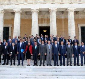 O 50 αποχρώσεις του μπλε των ανδρών Υπουργών & ένα κόκκινο γυναικείο σακάκι (ΦΩΤΌ)  - Κυρίως Φωτογραφία - Gallery - Video