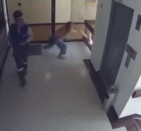 Βίντεο: H δραματική στιγμή που η μητέρα πιάνει στον αέρα το παιδί της καθώς πέφτει στο κενό - Κυρίως Φωτογραφία - Gallery - Video