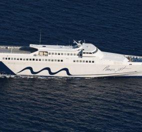 Καλοκαιρινό βίντεο: Το Paros Jet «τιθασεύει» τα κύματα στο λιμάνι της Νάξου… - Κυρίως Φωτογραφία - Gallery - Video