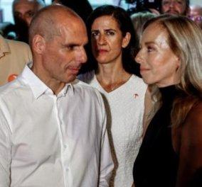 """"""" Πότε θα κάνει ξαστεριά"""": Ο Βαρουφάκης & η σύζυγος του αγκαλιάζονται & τραγουδούν - Ο Ψαραντώνης έστειλε λυράρη (βίντεο) - Κυρίως Φωτογραφία - Gallery - Video"""